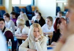 В Нарве выпускники двух школ сдавали госэкзамен по эстонскому языку