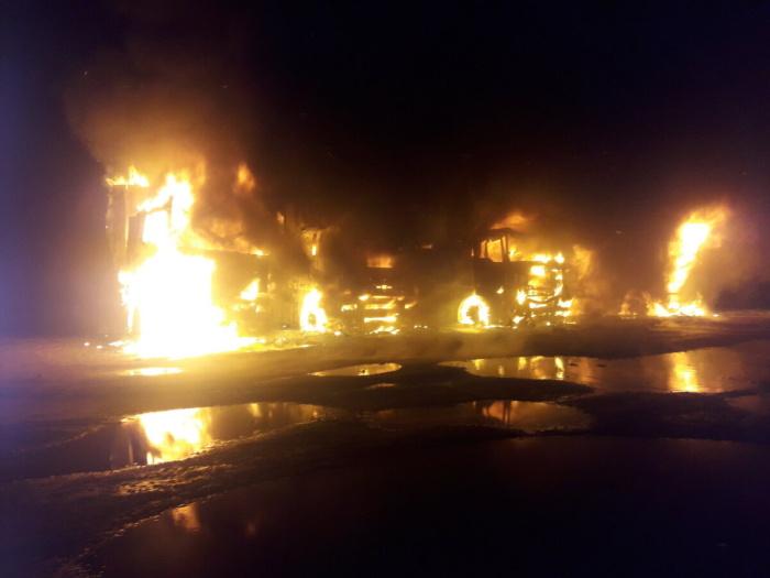 В Нарве подожгли пять грузовиков: полиция ищет очевидцев