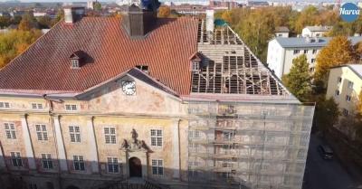 Как уже всем известно, Нарвскую ратушу начали реставрировать. Ниже короткий ролик, снятый с помощью коптера.
