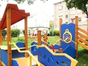 Нарвский детсад получил специальную игровую площадку для слабовидящих детей