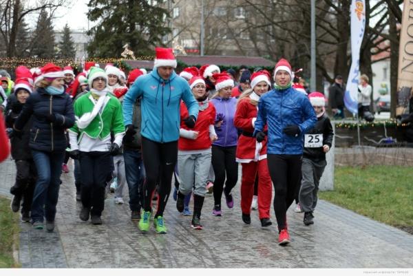 В Нарве прошел благотворительный рождественский забег