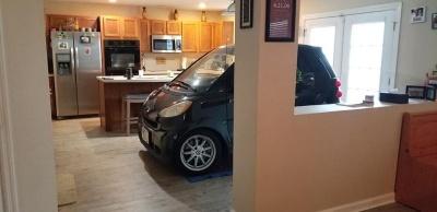 Парень так переживал за свою машину, что загнал ее в дом на кухню