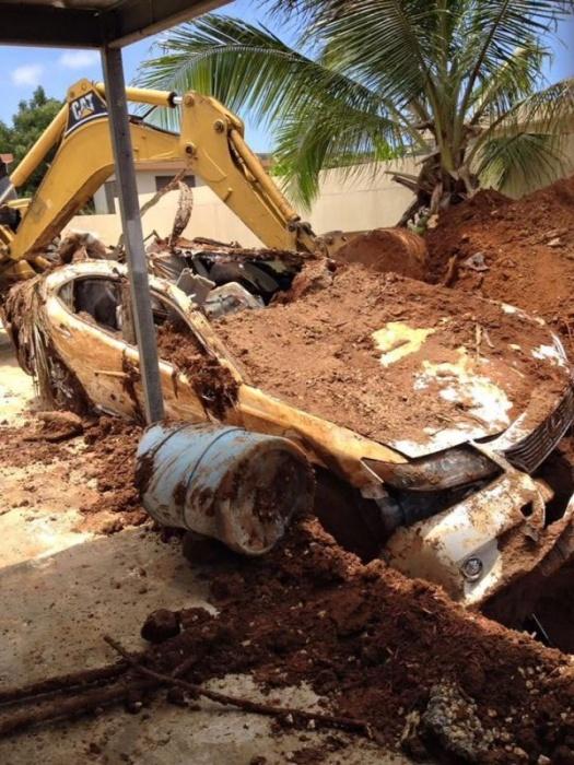 Пенсионер закопал во дворе Lexus, чтобы получить страховку