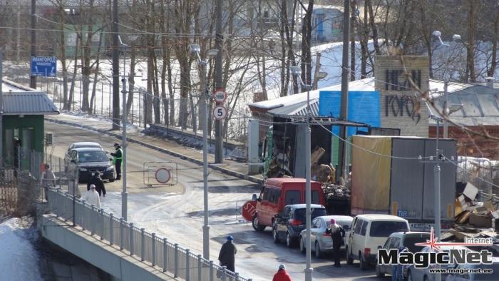Горевший на Мосту дружбы грузовик тушили пожарные из России и Эстонии