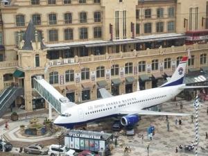Китаец сделал ресторан из списанного Boeing 737
