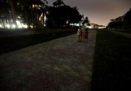 Светящийся тротуар в Сингапуре