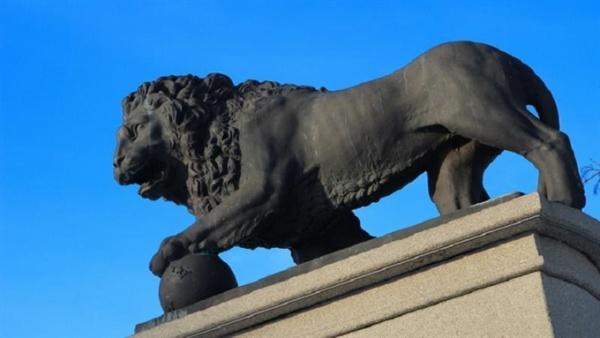 Конкурс по поиску изготовителя скульптурных львов для променада в Нарве провалился