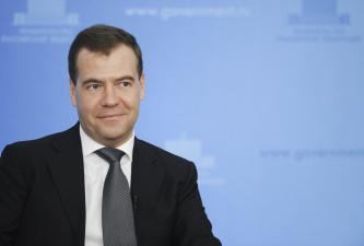 Эксперты: коррупционные скандалы в России наносят удар по позициям премьер-министра Медведева