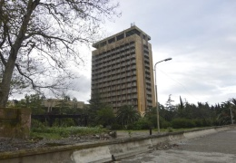 Люди едут смотреть на разруху в Абхазию