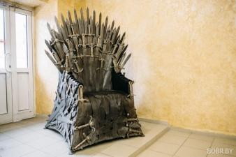 Бобруйские мастера изготовили копию трона из сериала Игра престолов
