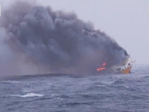 На месте затонувшего у берегов Франции сухогруза образовалось нефтяное пятно
