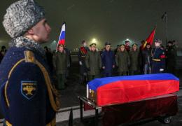 Самолет с телом командира сбитого в Сирии Су-24 приземлился в Подмосковье