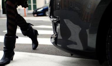 В Нарве в двух ДТП на переходе пострадали два пешехода