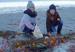 В Германии весь пляж засыпало киндер-сюрпризами