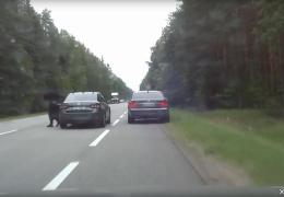 лихач из Эстонии в Латвии замазал номерной знак шоколадом и разогнался до 185 км/ч