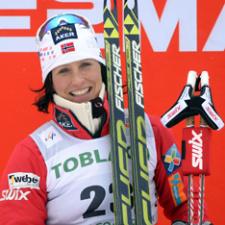 Норвежка выиграла женскую гонку в скиатлоне