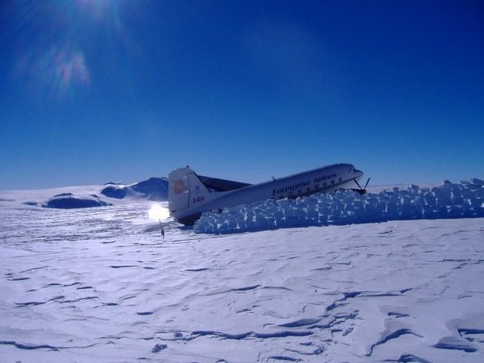 Ремонт самолета в условиях Антарктики