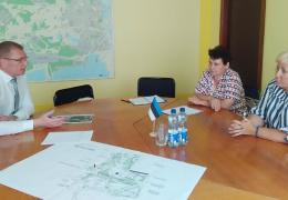 Жители Кренгольмского района просят власти взять парк у ДК им. Герасимова под свою ответственность