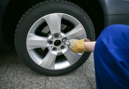 С сегодняшнего дня автомобилисты могут переходить на летние шины