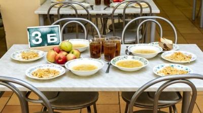 Пакеты школьного питания предназначены для всех выразивших желание учеников, находящихся на дистанционном обучении