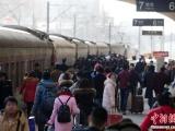100 тысяч человек застряло на вокзале в Гуанчжоу