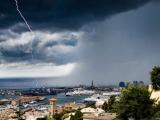 Смерч в небе над Генуей