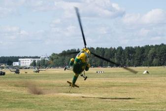 Вертолет задел землю