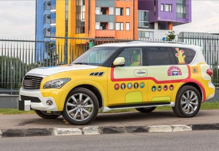 Водитель превратил авто в «желтую подводную лодку»