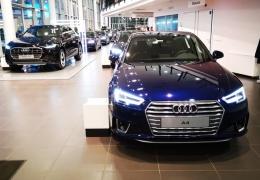 Обвал рубля: стоит ли бежать в автосалон за новым автомобилем