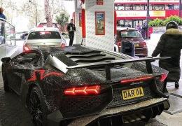 По хотению молдавской мажорки Lamborghini украсили двумя миллионами кристаллов Сваровски