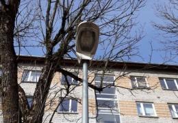 В Нарве вандалы разбили четыре уличных фонаря