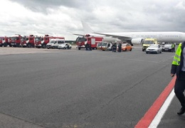 В аэропорту «Домодедово» самолет увяз в битуме