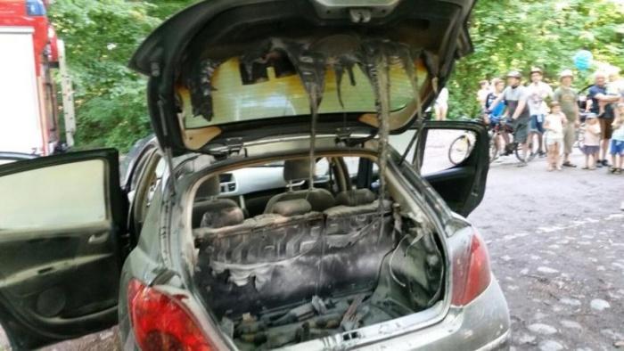 Поляк положил в машину неостывший мангал