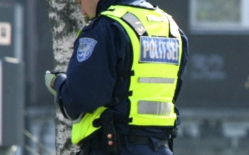 В Нарве неизвестный автомобиль сбил ребенка на переходе и скрылся с места происшествия