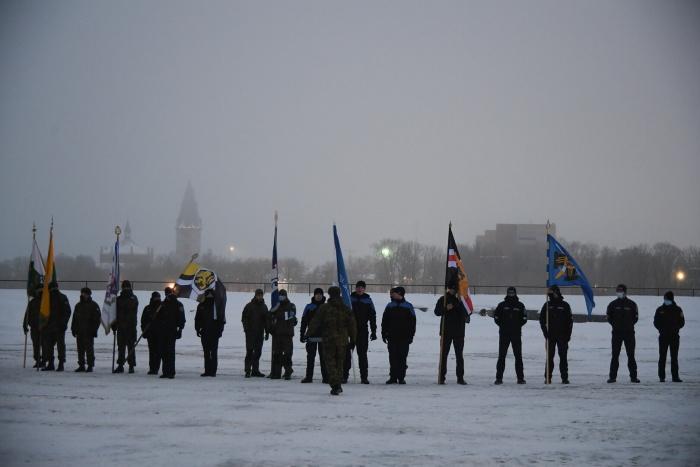 ФОТО: нарвитяне и гости города встретили 103-ю годовщину независимости ЭР поднятием флага