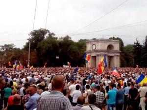 """В центре Кишинева собрался 100-тысячный """"майдан"""" с политическими требованиями"""