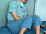 Китайский хирург уснул прямо на полу в операционной