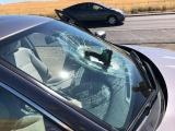 В лобовое стекло движущейся машины прилетела дрель со сверлом
