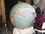 Как производят рисованные глобусы ручной работы