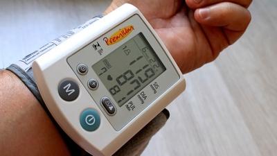 Учёные: давление обязательно нужно измерять на обеих руках