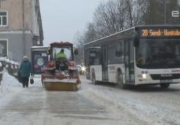 Сложные погодные условия в Нарве: несколько автомобилей вылетело с дороги