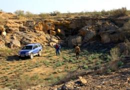Индиец 14 лет долбил в горе тоннель, чтобы там парковать свой автомобиль