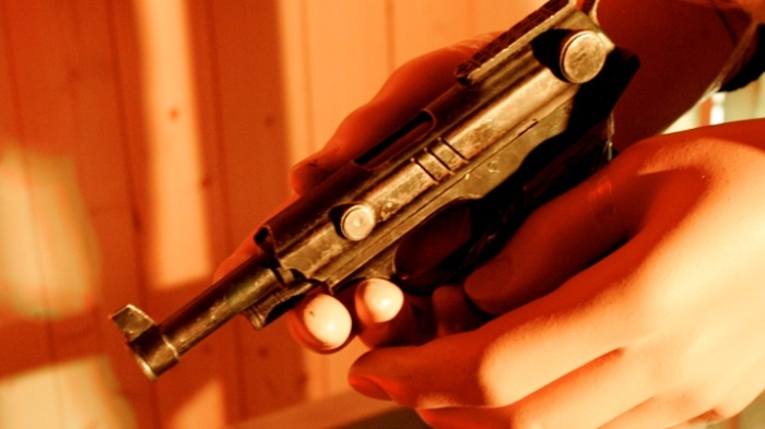 В Нарве вооруженные преступники ограбили магазин