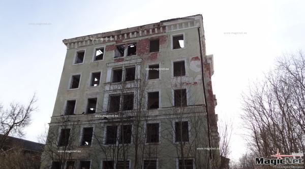 Горуправа Нарвы одобрила покупку разрушающегося здания в центре города за 120 000 евро