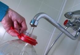 Ученые: пластиковые бутылки нельзя наполнять водой повторно