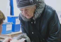 Первыми на участки предварительного голосования в Нарве пришли представители старшего поколения