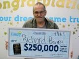 Умирающий американец выиграл в лотерею и вместо лечения потратил деньги на путешествие
