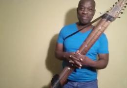 Музыкант со стиком Чепмена способен заменить двух гитаристов и басиста