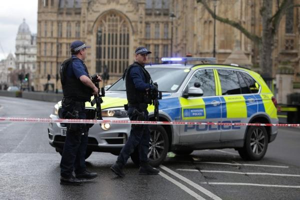 ФОТО: в результате теракта у здания парламента Великобритании пострадали до 10 человек