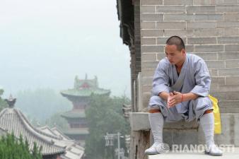 Монах из Шаолиня прошел по воде 125 метров